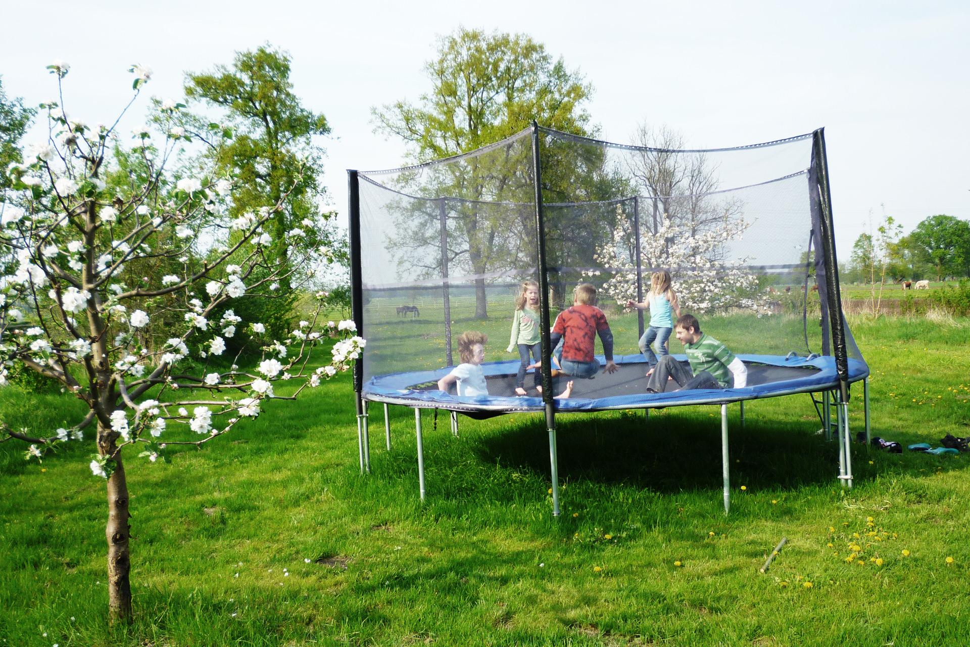 famous trampolin f r garten yr85 kyushucon. Black Bedroom Furniture Sets. Home Design Ideas